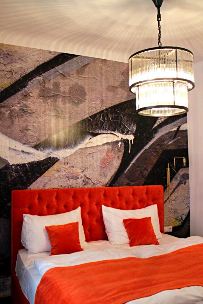 Grünangergasse Apartment chandelier bedroom
