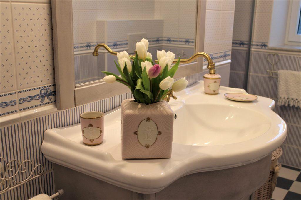 Luxury bathroom sink