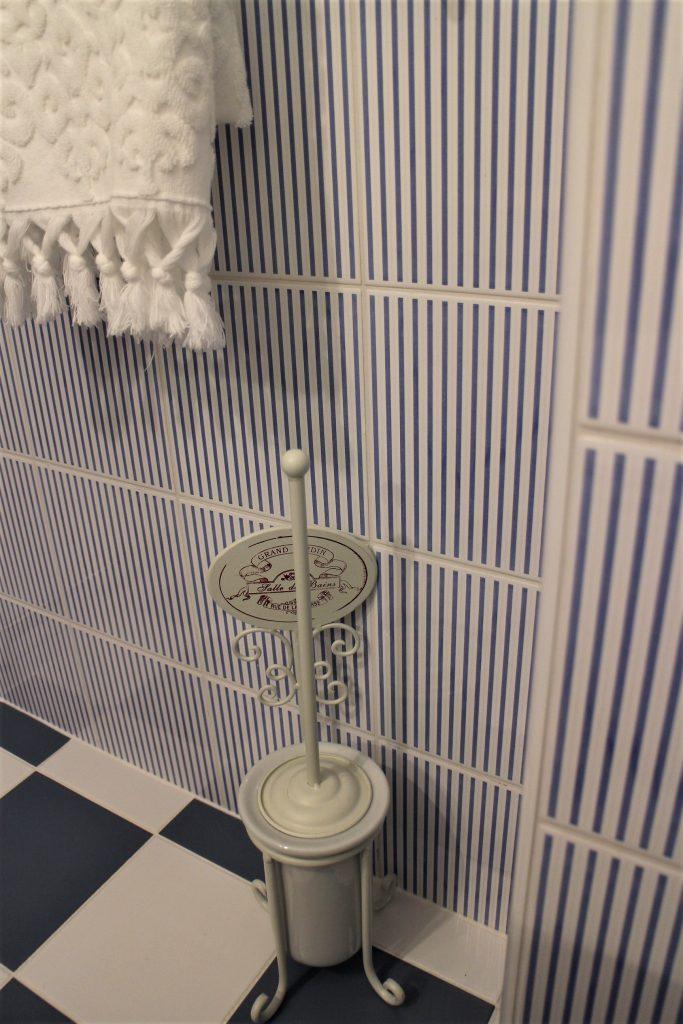Pastel blue bathroom decor
