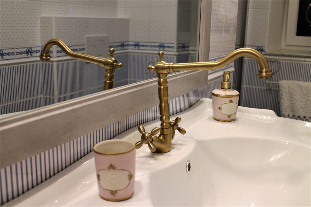 Villari bathroom angel